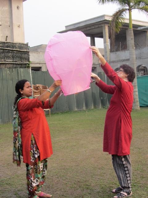 2 Women Lanterns